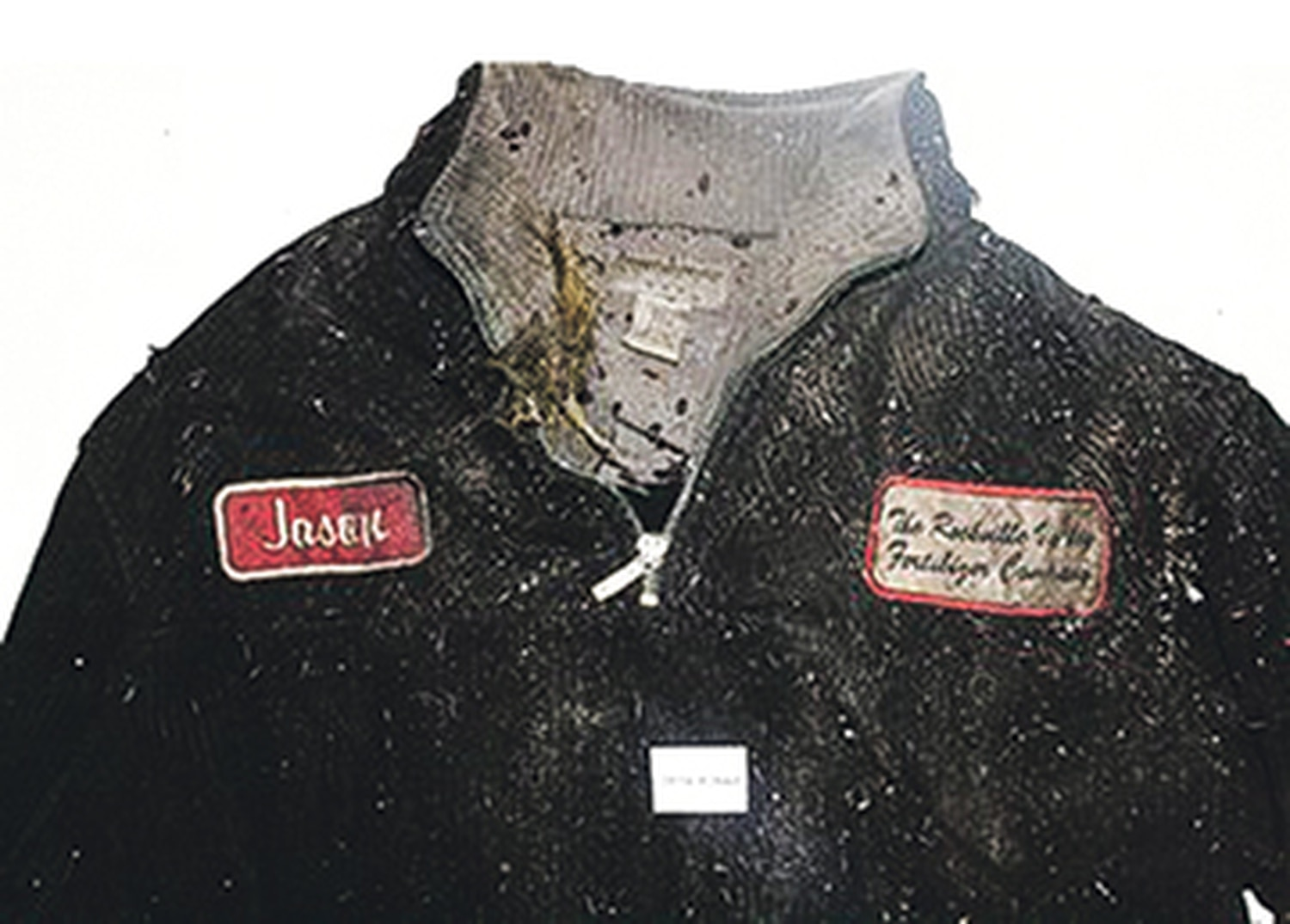 The man wearing this sweatshirt was found dead at the same location near Lordsburg where police had spoken to him months earlier. His identity remains a mystery.