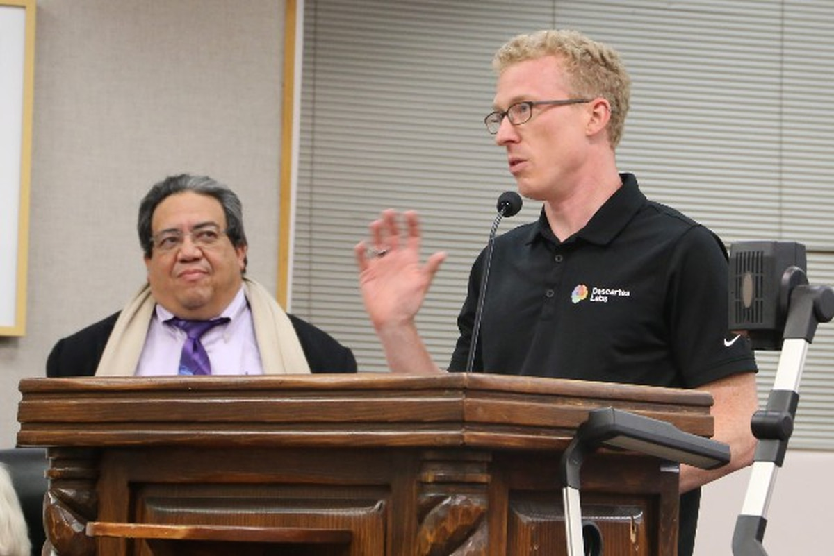 Descartes CEO Mark Johnson (right) and city staffer Fabian Trujillo make their pitch.