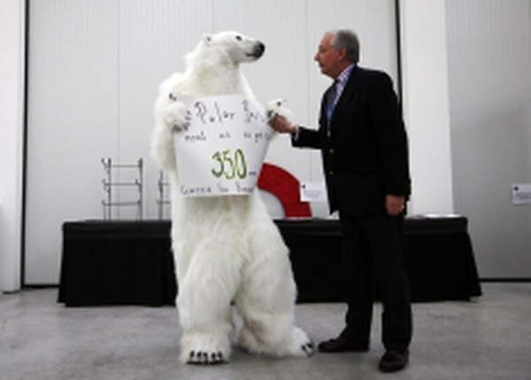 Lord Christopher Monckton of Brenchley, right, disputes the claim of polar bear decline with the Center for Biological Diversity's senior attorney, Matthew Vespa, at the Cancunmesse.Credits: Mark Malijan