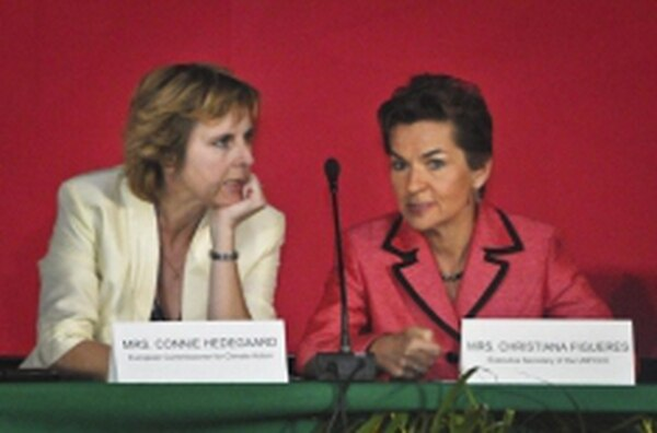European Commissioner for Climate Action Connie Hedegaard (pictured here with Christiana Figueres, executive secretary of the United Nations Framework Convention on Climate Change) says citizens must understand climate issues' importance before political change is possible.Credits: Courtesy www.cc2010.mx Ernesto
