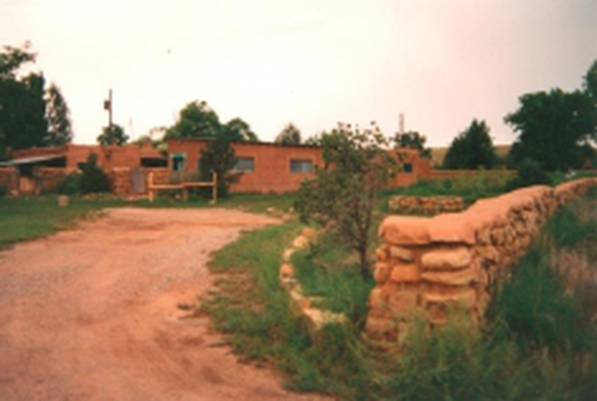 When Durham tired of the scene on Canyon Road, she relocated to Galisteo.