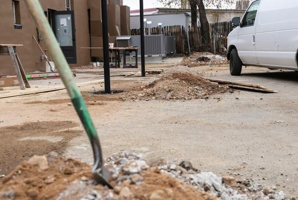 Police didn't stop work at the site near Paseo de Peralta andCerrillos Road | Matt Grubs