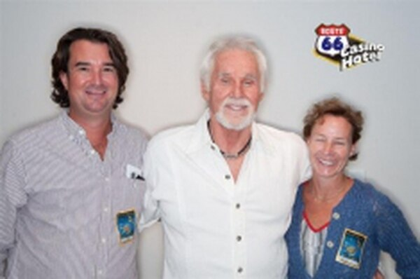 Kenny Rogers is well into his golden years, yet he still has time to pose for a picture with the Wilders.