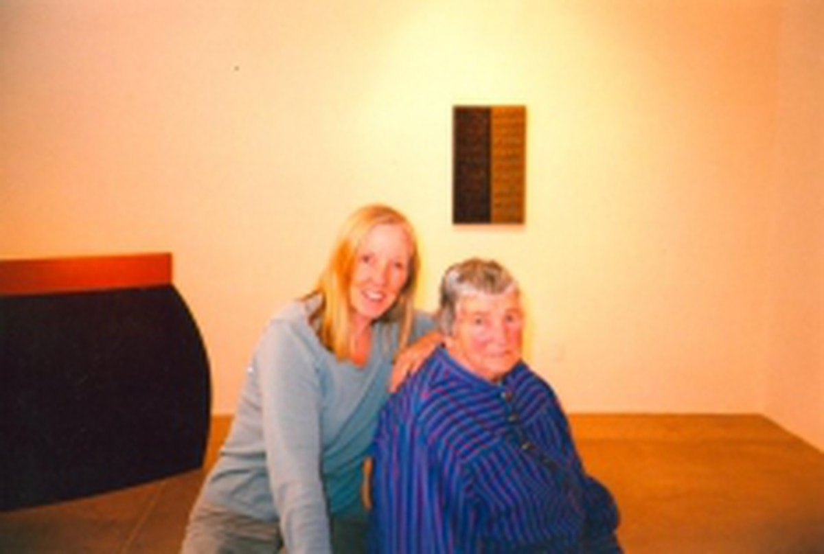 Linda Durham and renowned New Mexico minimalist Agnes Martin pose in one of the Galisteo galleries.