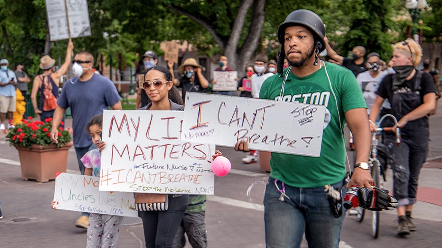 Derrick Gomez marches with his sister, niece and nephew on Friday. | Leah Cantor